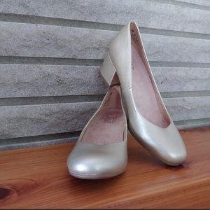 Champagne Gold Chunky Heel Naturalizers